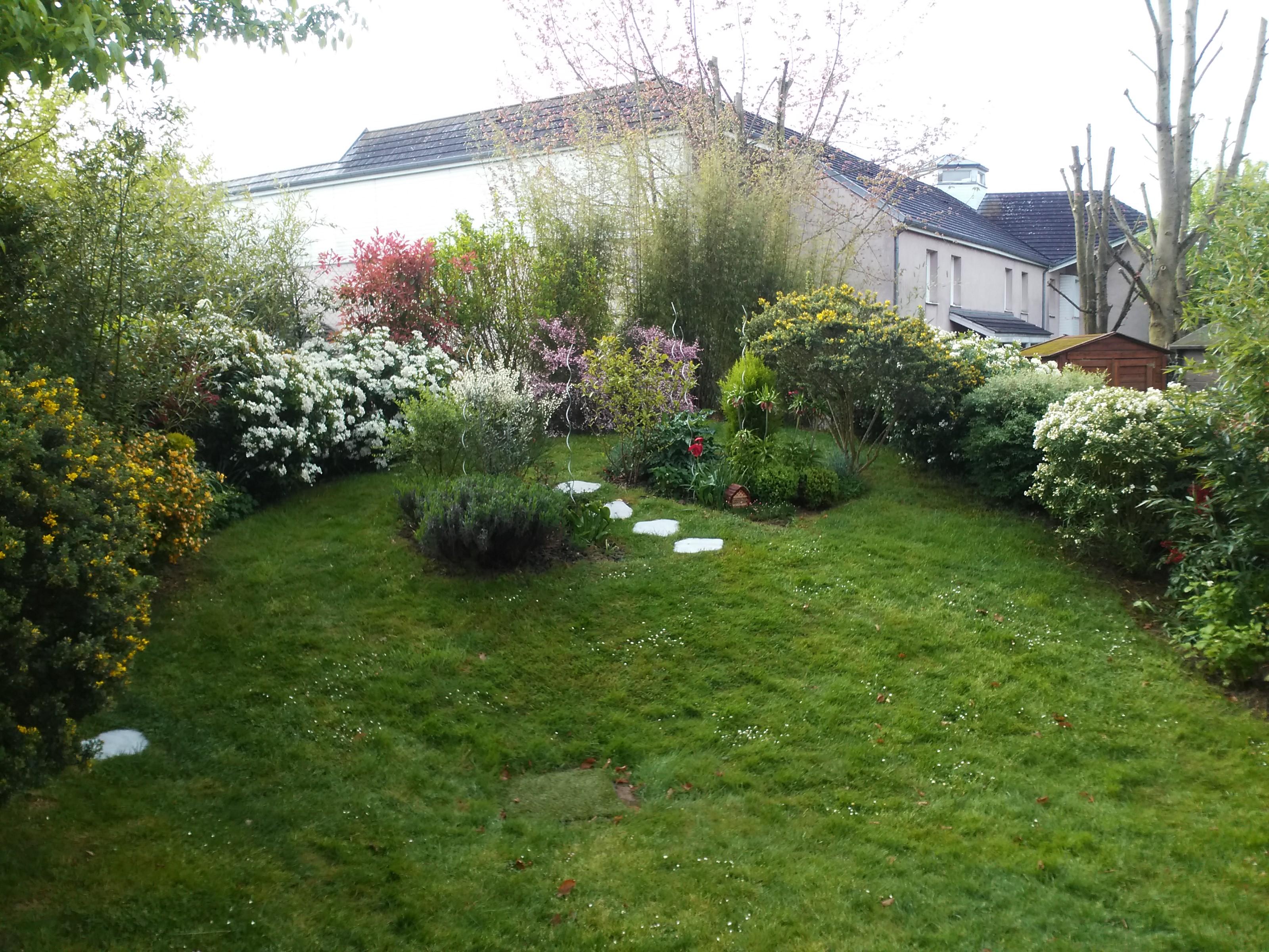 Amenagement dun petit jardin 4 deco maison design for Amenagement petit jardin