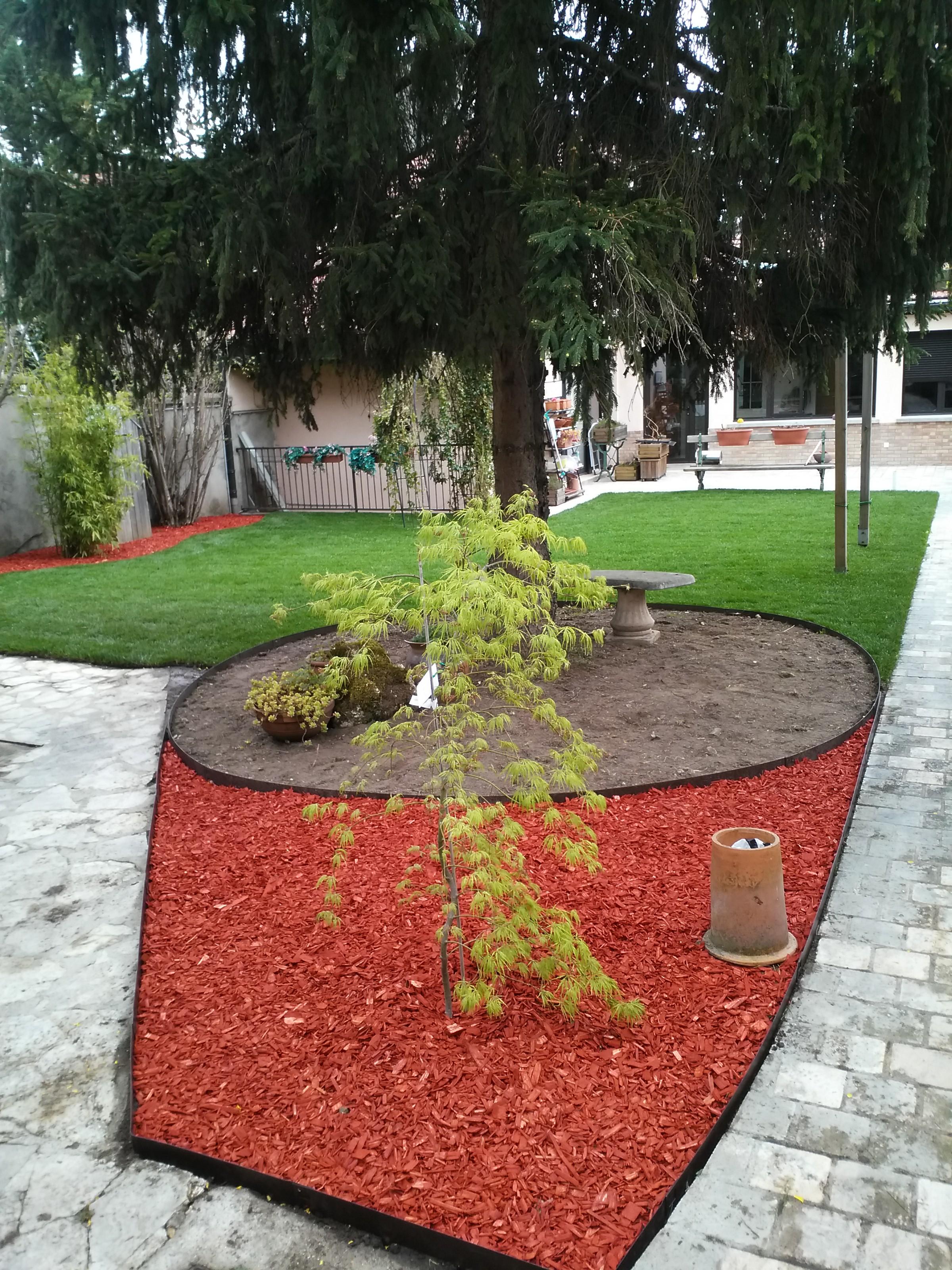 Bordure jardin deco fronton id es sur les parcs et leur for Decoration jardin bordure