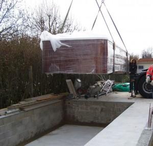Installation spa jacuzzi val d 39 europe les espaces for Cout d entretien d une piscine